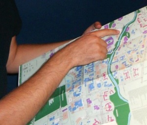 Grad IV members plot their prayerwalk routes on a campus map.